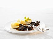 Braised ox cheeks in red wine sauce with boiled potatoes
