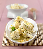 Stir-fried cauliflower with coriander (side dish)