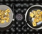 Süsse Nudeltäschchen mit Maronenfüllung und Mohnbutter