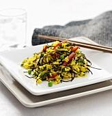 Reissalat mit Gemüse und Algen