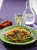 Wholemeal spaghetti with tomatoes, dill and garlic