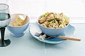 Spiral pasta with chicken, leeks and horseradish