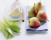 Lettuce leaves, pears, blue cheese