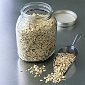 Rolled oats in a screw-top jar and a small scoop