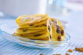 Small raisin pancakes