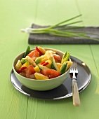 Sweet and sour fruit and vegetable curry