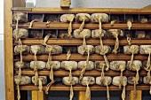 Graubündener Trockenfleisch wird in eckige Formen gepresst