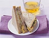 Veggie-Sandwich mit Mango, Tofu & Frischkäse