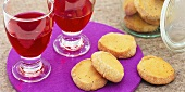 Aniseed and red wine biscuits