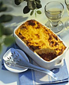 Macaroni and mince bake in the baking dish