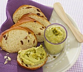 Avocado and lemon cream with pistachios and raisin bread