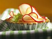 Kleine Apfeltarte mit Zitronenmelisse