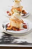 Gebackener Ziegenkäse mit Eis, Blattgold und gebrannten Mandeln