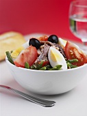 Salade niçoise in a bowl