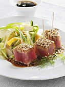 Marinated tuna appetisers with sesame seeds