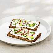 Soft cheese, radishes and chives on wholemeal bread