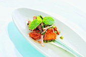 Crispy salmon pieces with shallots (Thailand)