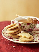 Heidesand (sand biscuits) with tea