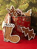Gingerbread in biscuit tin in front of Christmas tree