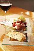Appetiser plate with ham and cheese