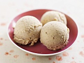 Pecan ice cream (with toasted pecans)