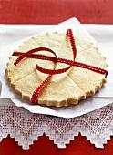 Shortbread mit rotem Band (weihnachtlich)