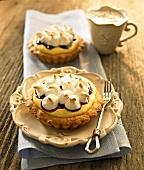 Lemon tartlets with vanilla cream, blueberries and meringue