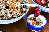Fruchtmüsli mit Joghurt und Kürbiskernen