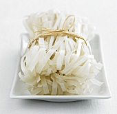 Broad rice noodles, tied together