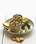 Lard with gherkins and crackers