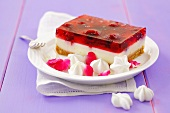 Cheesecake with raspberry jelly and meringues