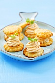 Puff pastry biscuits filled with salmon cream