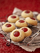 Husarenbusserl (Jam-filled biscuits)