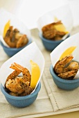 Deep-fried prawns with lemon wedges