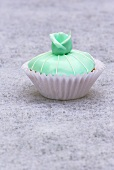 Cupcake (turquoise with marzipan rose)