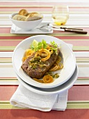 Rump steak with onion rings and mojo verde