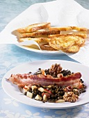 Lukewarm lentil salad with fried bacon and toasted bread