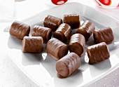 Chocolate-coated wafer rolls