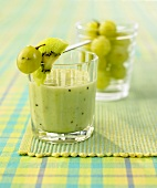 Grape and kiwi fruit smoothie
