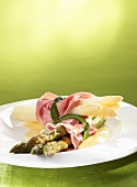Ham-wrapped asparagus with sauce