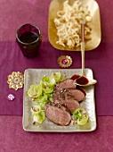 Rehfilets mit Rosenkohl, Spätzle und Lebkuchensauce