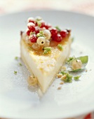 Champagne cream tart with red and white currants
