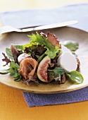 Green salad with figs, Parma ham and fresh goat's cheese