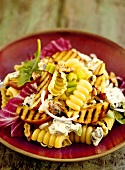Spiral pasta with grilled apple wedges and Roquefort