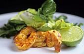 Gegrillte Chili-Garnelen mit Limette und Salat