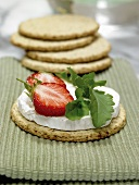 Oatcakes with goat's cheese and strawberries