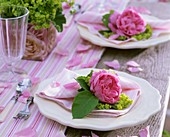 Napkin decorated with roses and lady's mantle