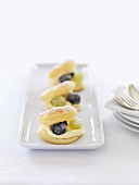 Puff pastries filled with cream and grapes