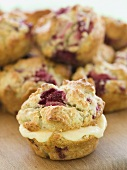 Raspberry scones with grapefruit cream