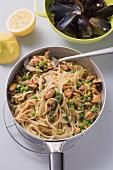Spaghetti aglio e olio with mussels